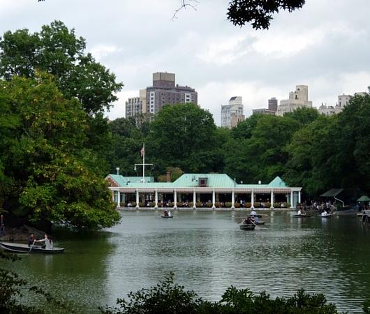初秋のセントラルパークから、手漕ぎボートの湖_b0007805_11475438.jpg