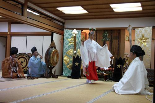 晴明神社 宵宮で湯立て神事_e0048413_18314233.jpg