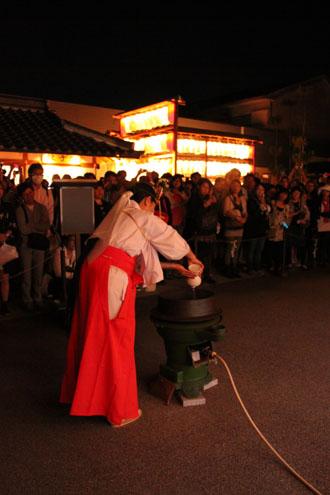 晴明神社 宵宮で湯立て神事_e0048413_18315509.jpg