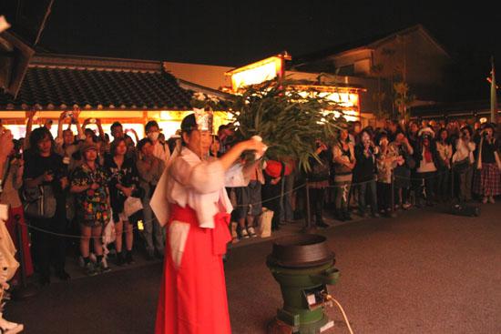 晴明神社 宵宮で湯立て神事_e0048413_18320847.jpg