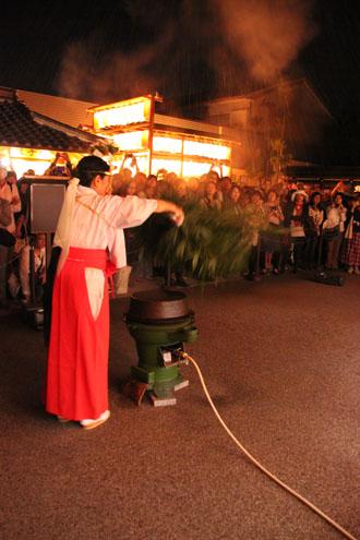 晴明神社 宵宮で湯立て神事_e0048413_18322232.jpg