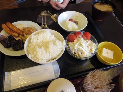 【青森・弘前りんご旅】⑪ドーミーイン弘前のHATAGOで朝ご飯_c0042960_1649465.jpg