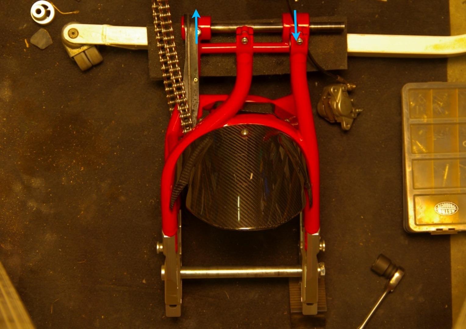 【DB7】スイングアームピボットがズレてる件_e0159646_257316.jpg