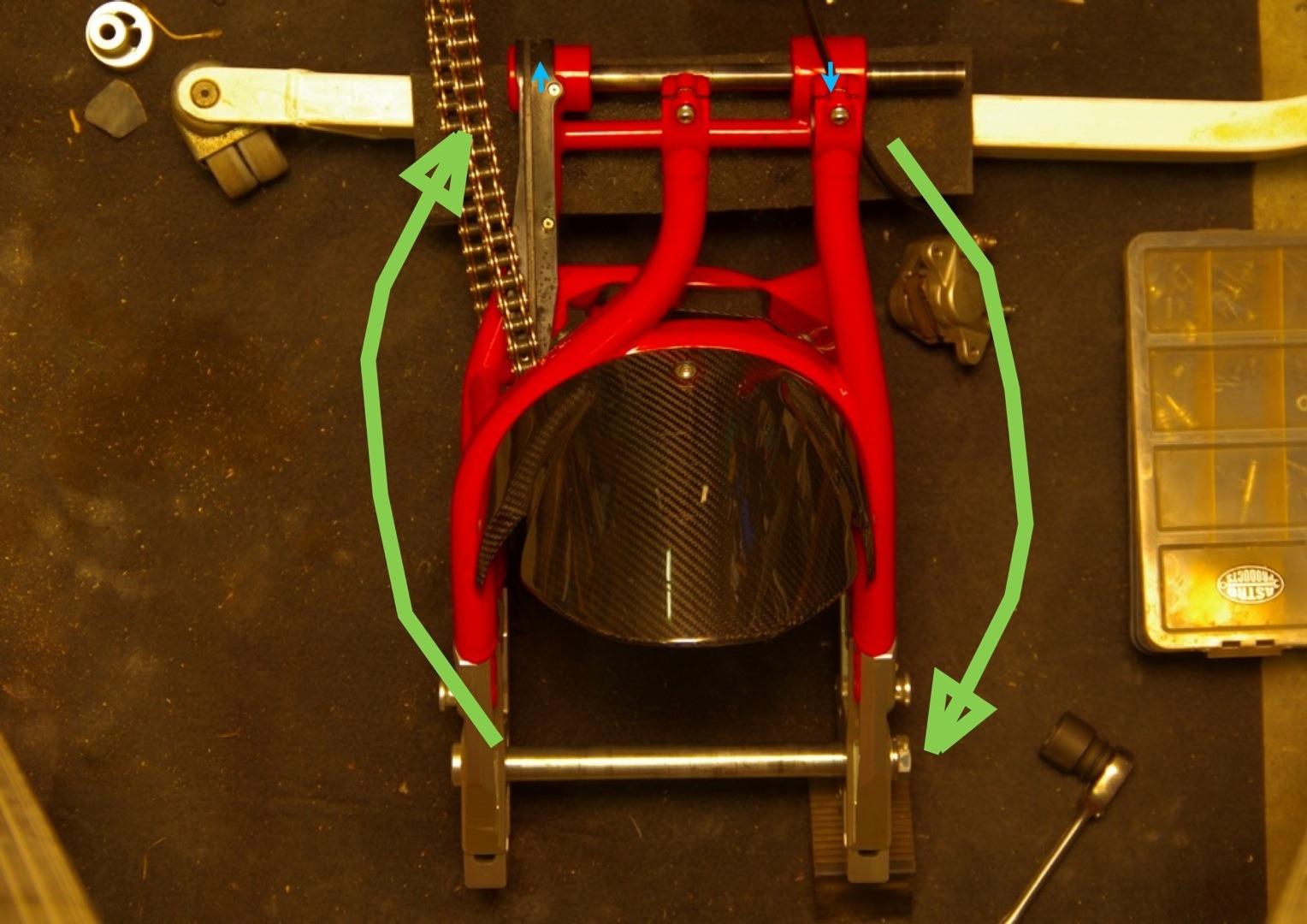 【DB7】スイングアームピボットがズレてる件_e0159646_2595740.jpg