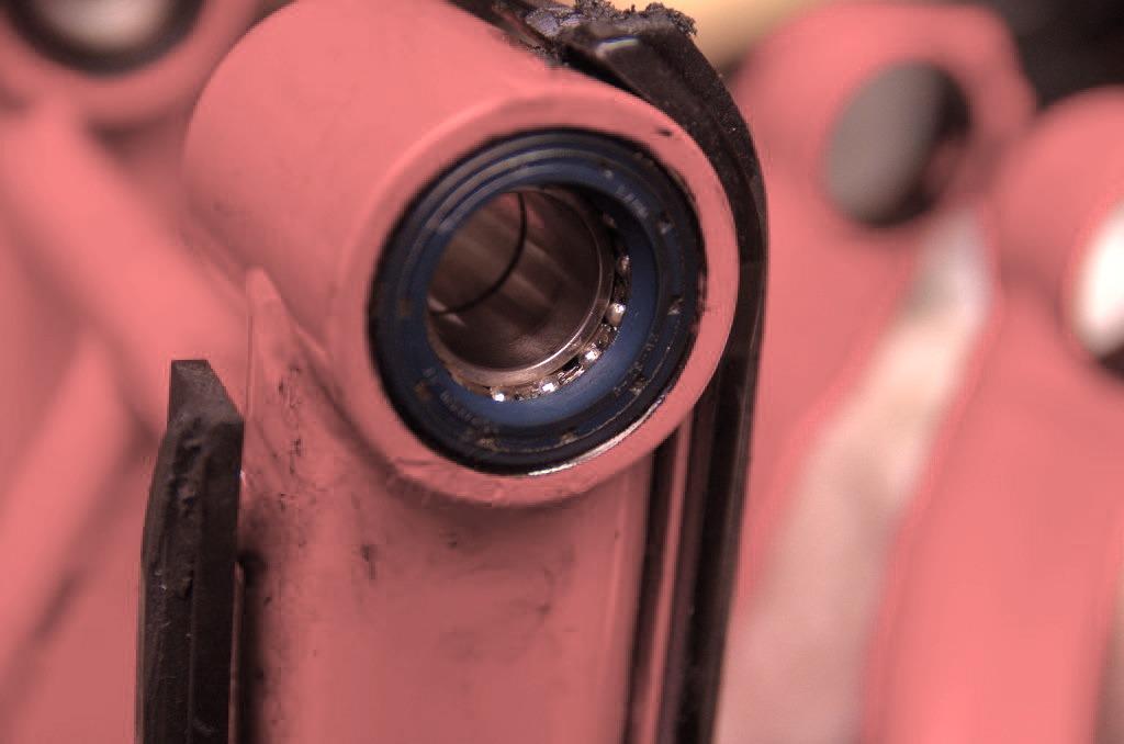 【DB7】スイングアームピボットがズレてる件_e0159646_3222353.jpg