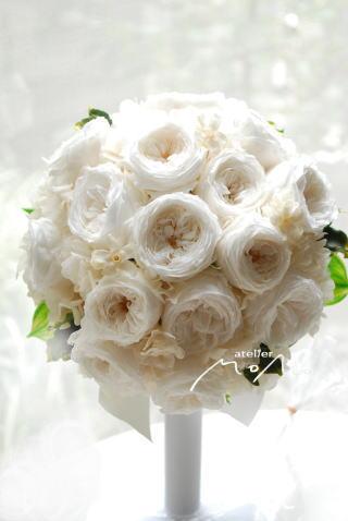 白バラのラウンドブーケ_a0136507_21341814.jpg