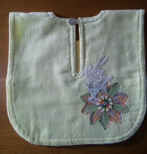 ウサギの既製品レースをエプロンに縫い付けちゃいました♪_c0316026_17340869.jpg