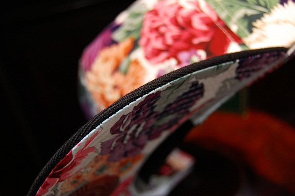 花柄のスナップバックキャップ_e0260759_11211093.jpg