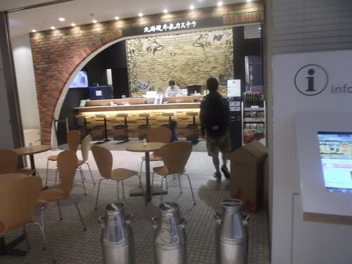 北海道牛乳カステラ ソフトクリーム_f0076001_23435483.jpg