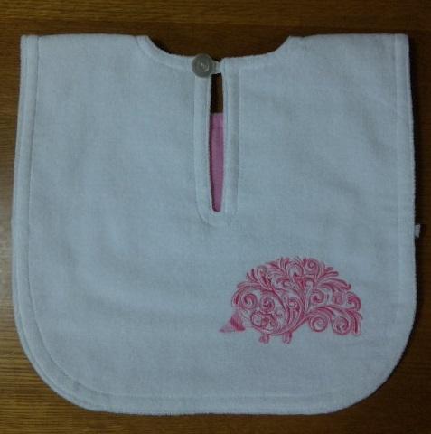 エプロンの背中にハリネズミの刺繍をしました♪_c0316026_17394164.jpg