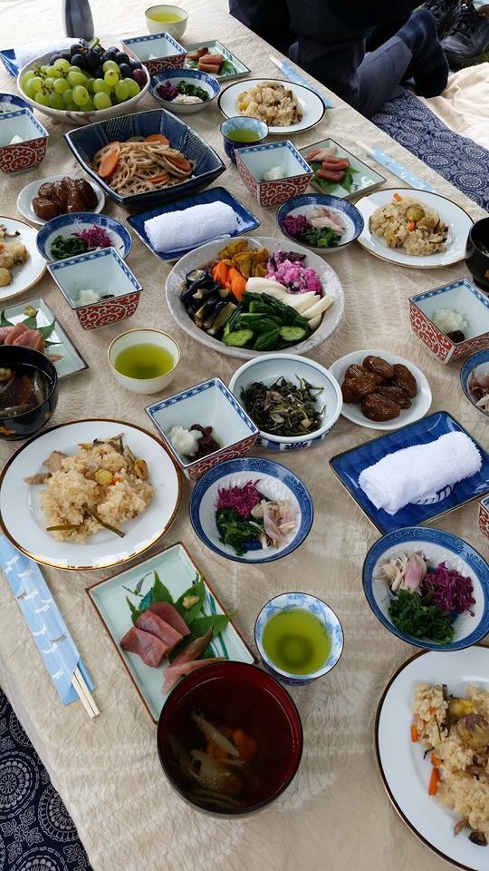 PHJの方とアトリエの庭で昼食_e0054299_12023802.jpg