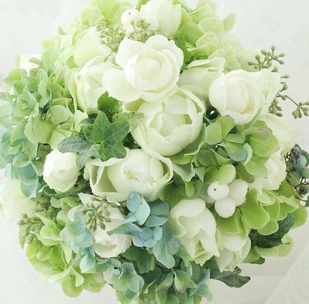 ラウンドブーケ 白の丸いバラとあじさい_a0042928_130597.jpg