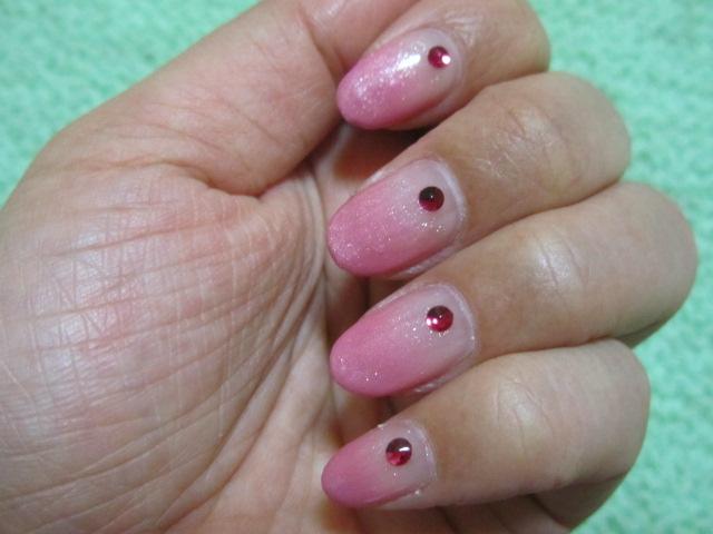 ネイル「ピンクグラデーション&ルビー色ストーン」_a0100706_1723417.jpg