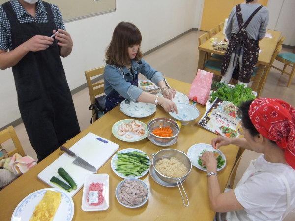 水曜のよるの教室の仲間で、料理を作りました。_e0175020_22421371.jpg