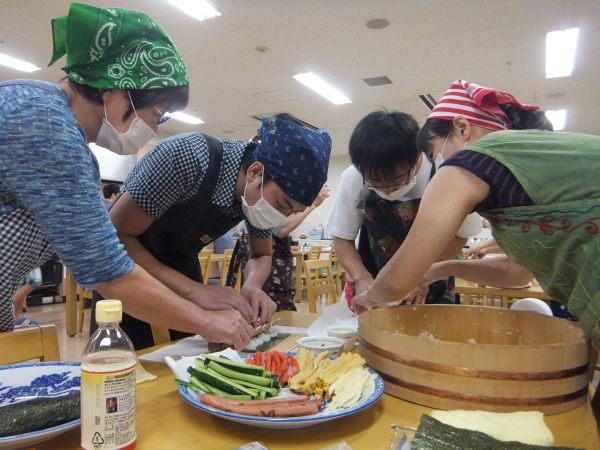 水曜のよるの教室の仲間で、料理を作りました。_e0175020_22421445.jpg
