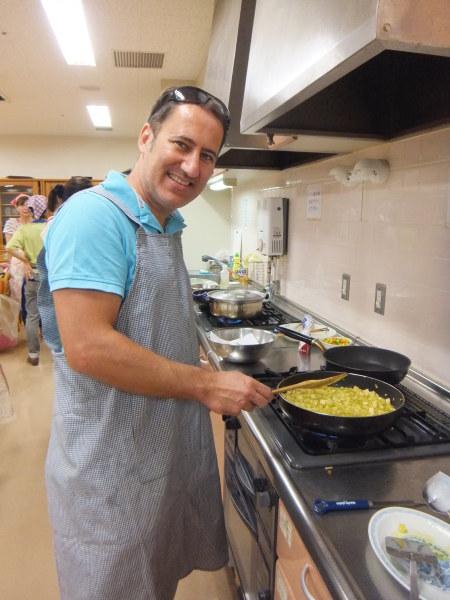 水曜のよるの教室の仲間で、料理を作りました。_e0175020_22421459.jpg