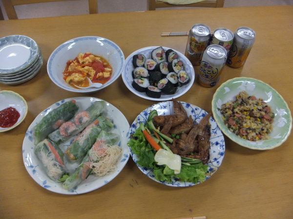 水曜のよるの教室の仲間で、料理を作りました。_e0175020_22421567.jpg