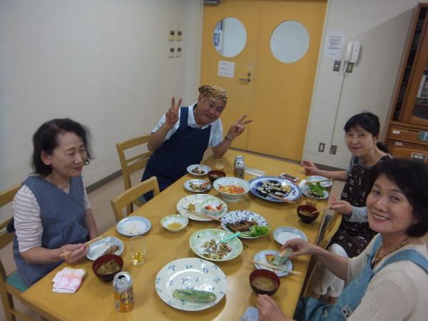 水曜のよるの教室の仲間で、料理を作りました。_e0175020_22421621.jpg
