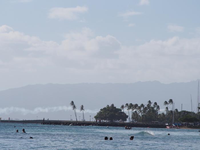 2014 9月 ハワイ (6)  みえた ブルーエンジェルスと 巨大なマイタイ_f0062122_18525132.jpg