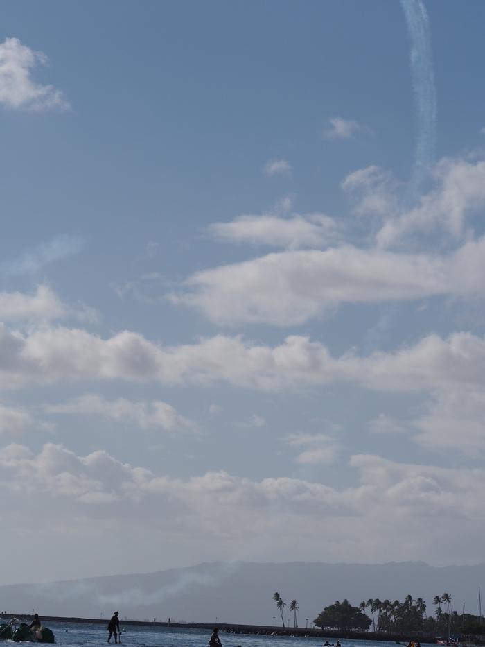 2014 9月 ハワイ (6)  みえた ブルーエンジェルスと 巨大なマイタイ_f0062122_18544868.jpg