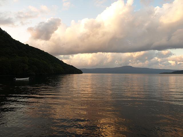 十和田湖 (9/22)_b0006870_11434062.jpg