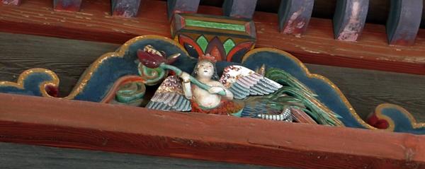 ご近所巡礼3番 龍泉寺の観音堂 かわいらしい天人像_b0018682_22503814.jpg
