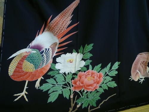 黒留袖 山鳥   <東京染めの着物>_d0159384_22134333.jpg