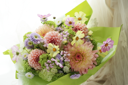 ご両親への花束贈呈として かごに挿した花のアレンジメント_a0042928_2255196.jpg