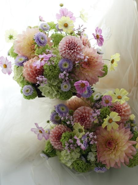 ご両親への花束贈呈として かごに挿した花のアレンジメント_a0042928_22554454.jpg