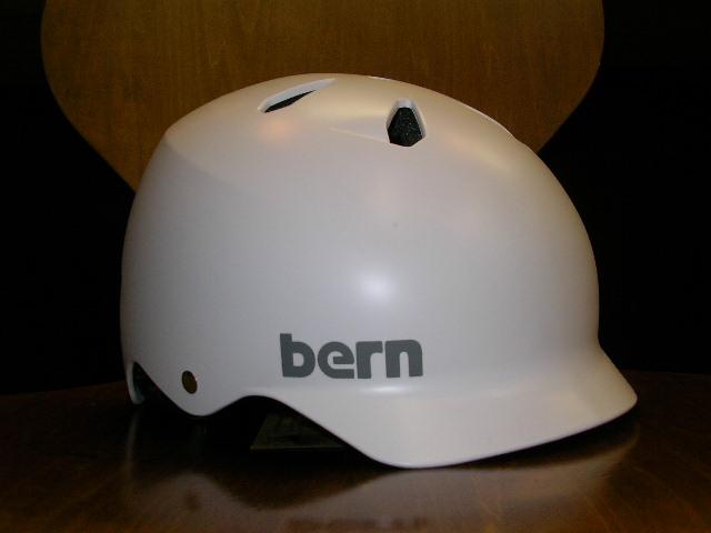 bernヘルメット少量ですが入荷しました_b0189682_11592070.jpg