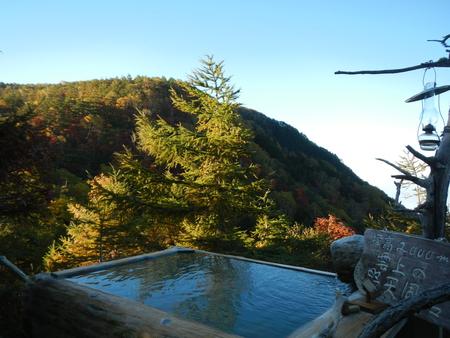 紅葉をみながらの野天風呂_e0120896_828244.jpg