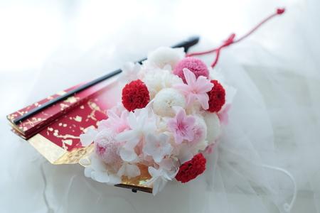 白無垢のブーケ 扇に白と赤の花で  心配性_a0042928_22383173.jpg