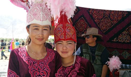 祭りにて キルギス人のお嬢さん_d0106555_11370923.jpg