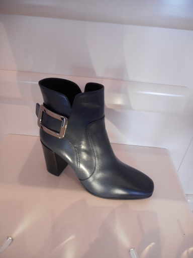 Roger  Vivier  Paris  Shop  Report    Sep,2014_b0210699_01045364.jpg