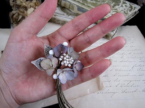 秋色紫陽花と蝋の蕾のブーケ_f0134670_3241194.jpg