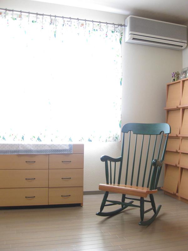 カーテンを替えて、お部屋も気分も一新_d0224984_1232539.jpg