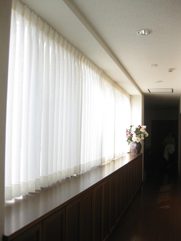 カーテンを替えて、お部屋も気分も一新_d0224984_1264867.jpg