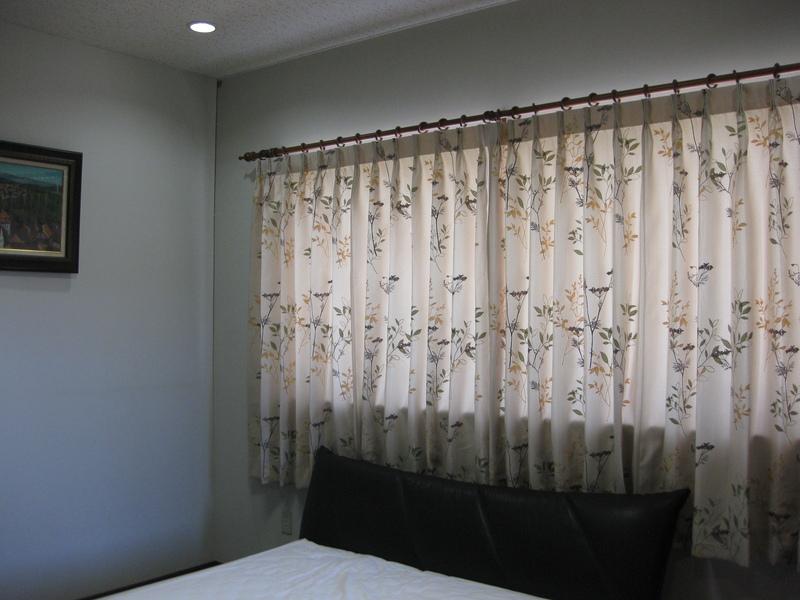 カーテンを替えて、お部屋も気分も一新_d0224984_144814100.jpg
