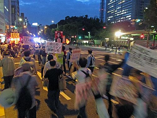 解釈改憲で9条をこわすな!デモ。 「平和に生きる権利」のためのデモ_a0188487_0204950.jpg