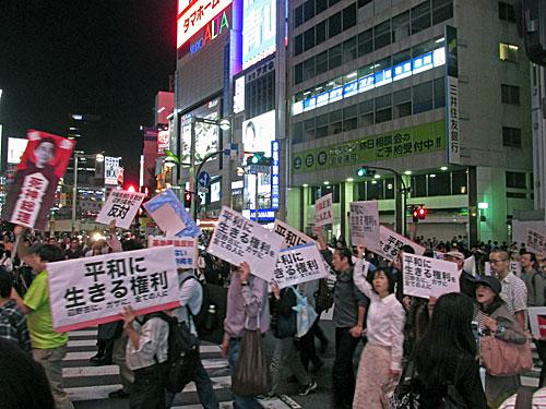 解釈改憲で9条をこわすな!デモ。 「平和に生きる権利」のためのデモ_a0188487_0212769.jpg