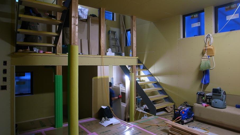 階段が付きました_b0061387_9385167.jpg