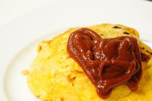 炊飯器で作る「チキンライス風炊き込みご飯」、卵をのせるとなんちゃってオムライスに早変わり?_f0339989_16171898.jpg