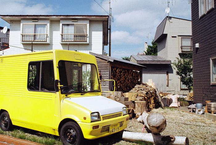 黄色い軽トラと薪の準備_c0182775_22164964.jpg