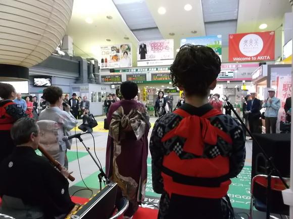 秋田駅でおもてなし民謡_f0019498_1919258.jpg