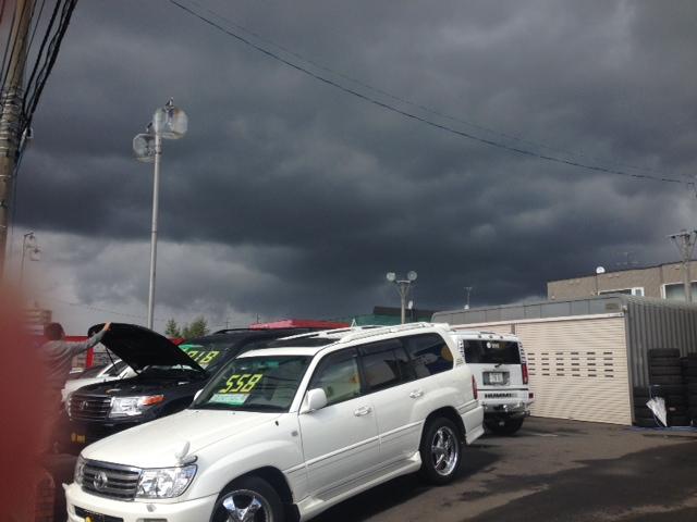 雨のち晴れ 真っ黒い雲が迫ってきてます_b0127002_123819.jpg