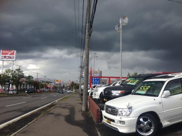 雨のち晴れ 真っ黒い雲が迫ってきてます_b0127002_123844.jpg