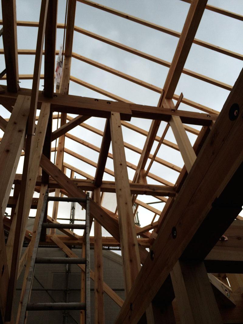 垂木と断熱で屋根工事が進む_a0148909_2010369.jpg