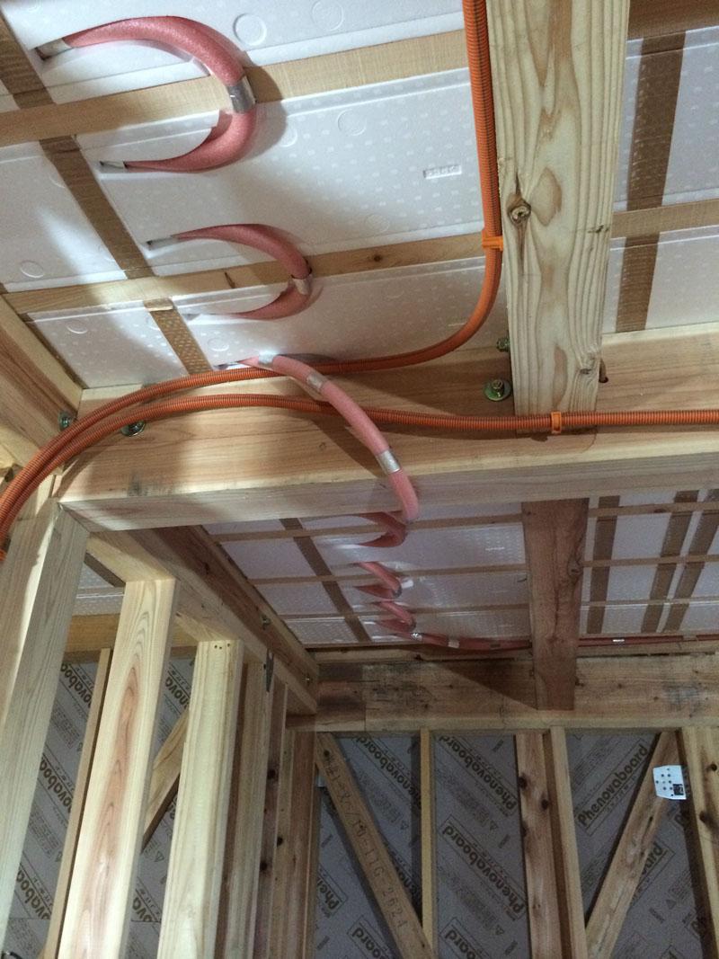 床の暖房配管しました_a0148909_20273715.jpg
