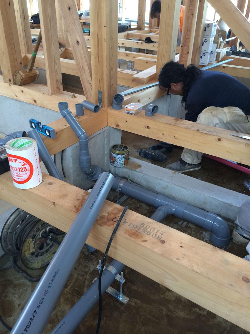 壁と床下の配管工事_a0148909_2042597.jpg
