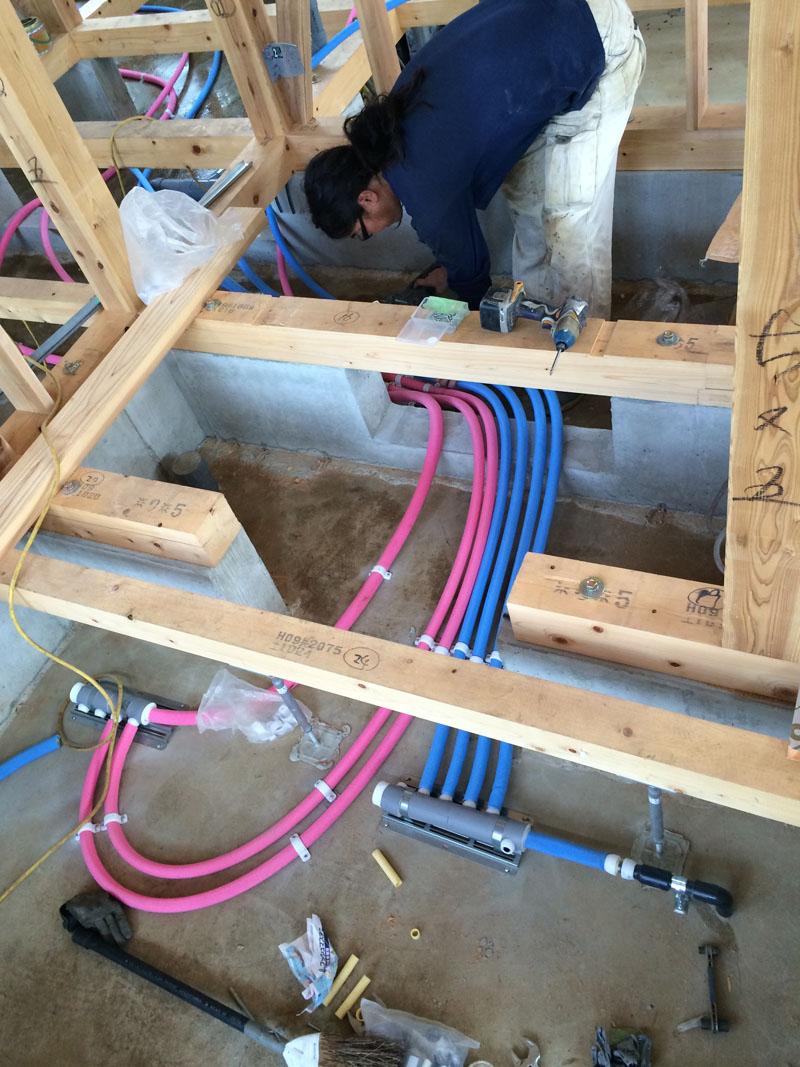 壁と床下の配管工事_a0148909_2044188.jpg